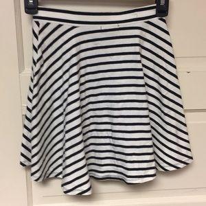 American Eagle Black and white skirt
